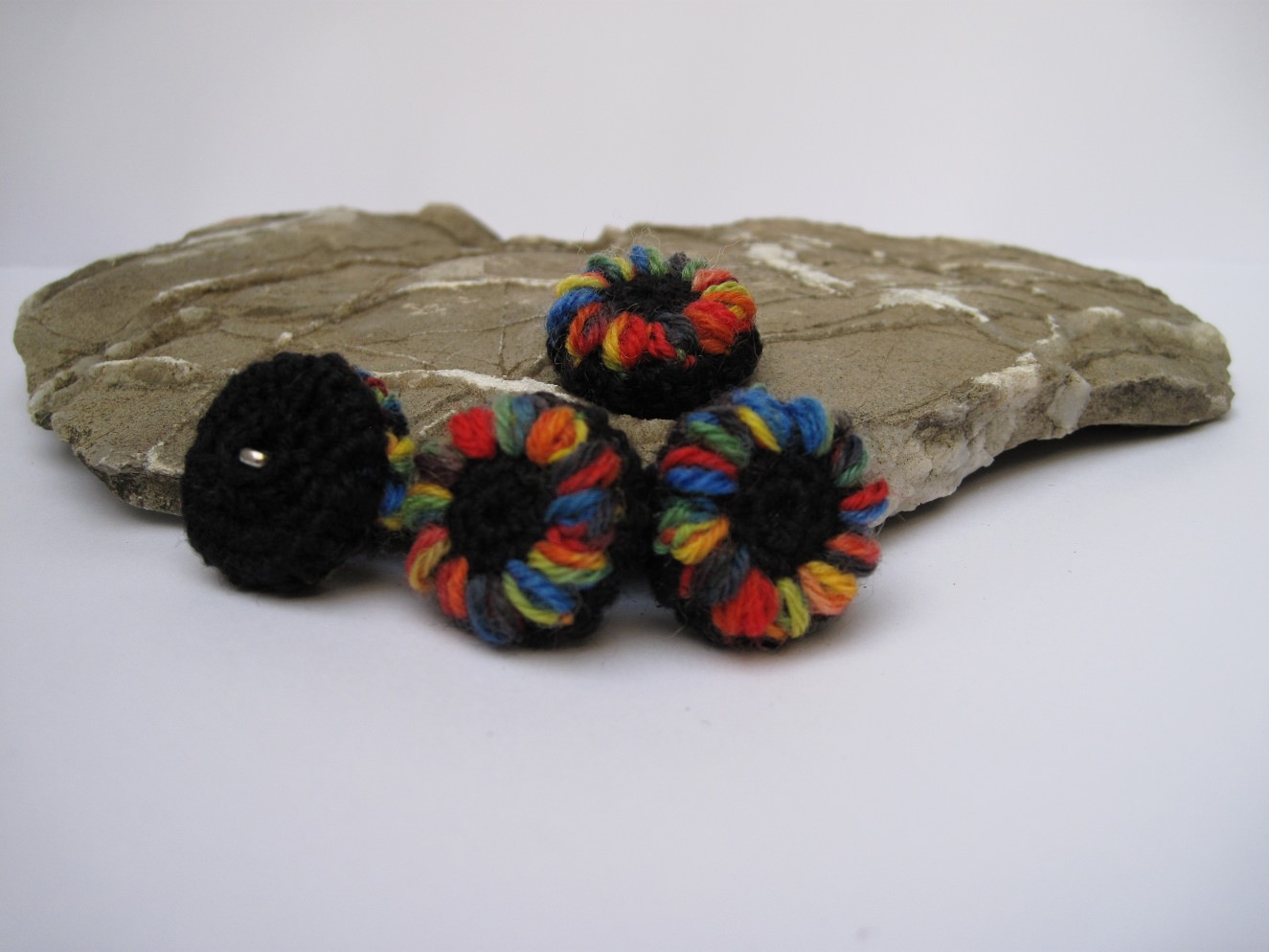 Kleinesbild - Blütenknöpfe Frühlingserwachen mit Farbtupfer