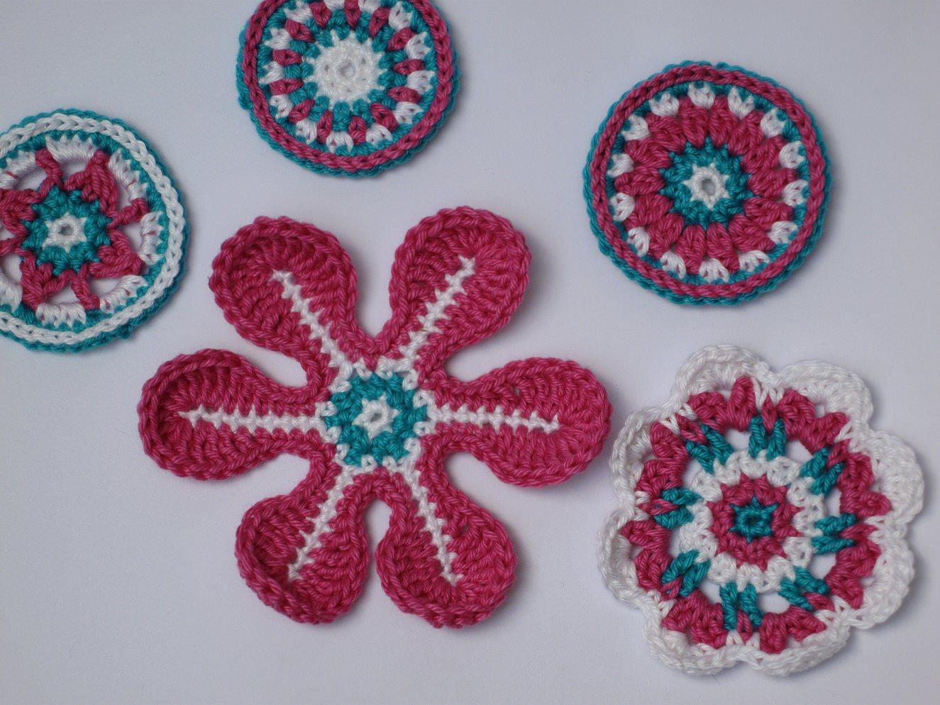 - Applikations Set: Häkelblumen, Rosetten in : Weiß, Pink, Türkis - Applikations Set: Häkelblumen, Rosetten in : Weiß, Pink, Türkis