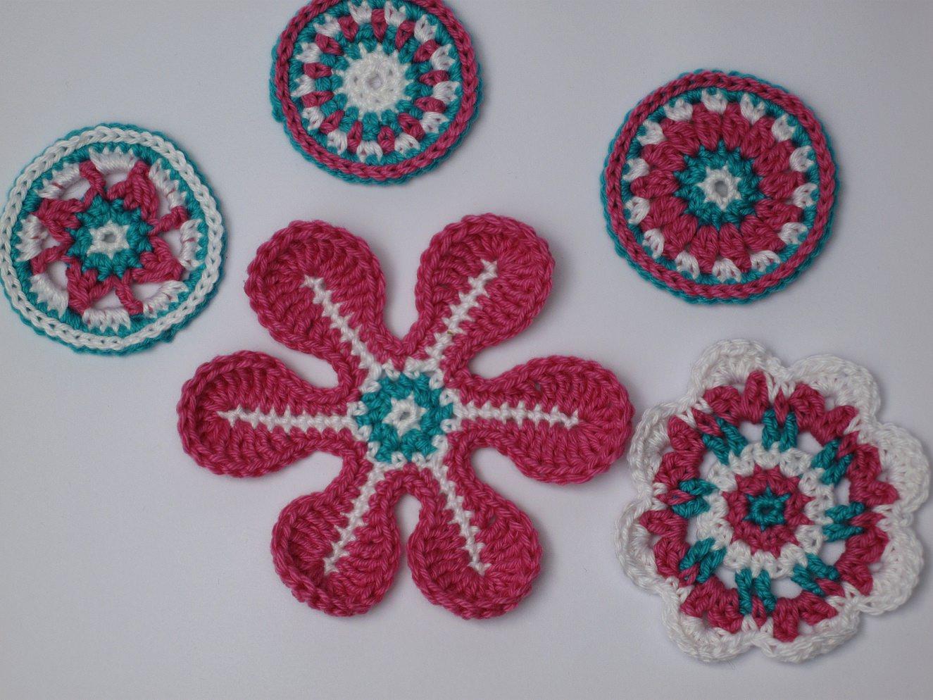 Kleinesbild - Applikations Set: Häkelblumen, Rosetten in : Weiß, Pink, Türkis