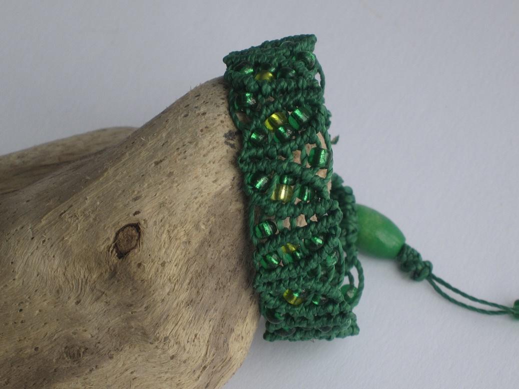 - Grünes Macrame Armband mit Perlen, Macrameschmuck, Armband - Grünes Macrame Armband mit Perlen, Macrameschmuck, Armband