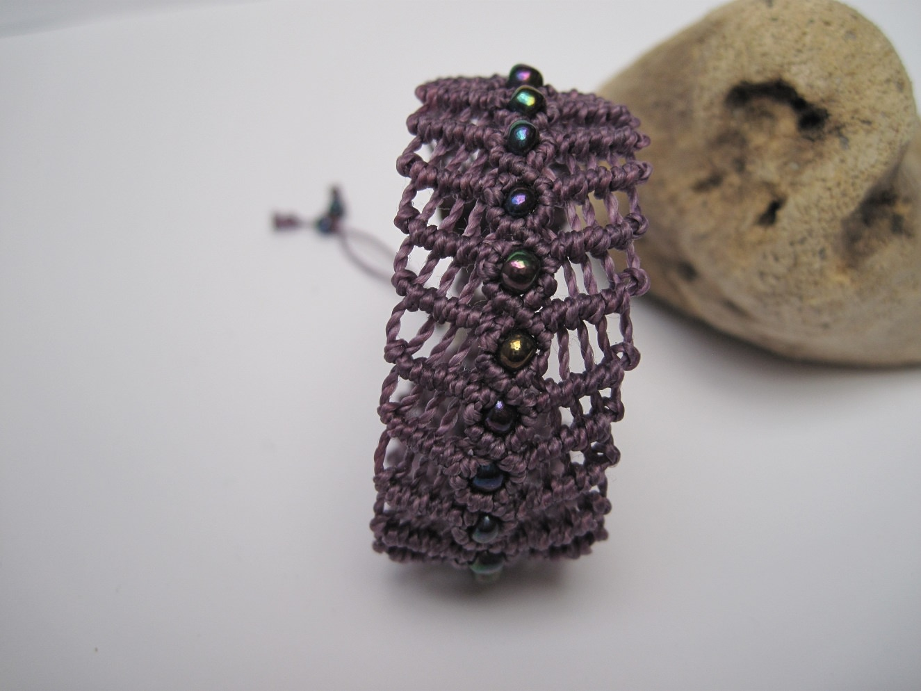 Kleinesbild - Macramearmband mit Perlen, Macrameschmuck, Armband