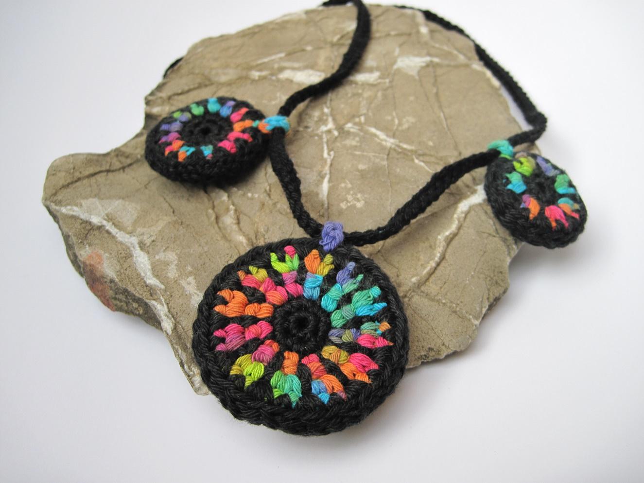 Kleinesbild - Farbreigen am Hals!!!!! Halskette, Textilschmuck, Häkelkette