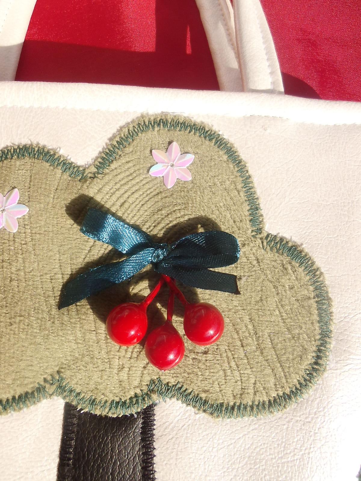 Kleinesbild - Kinderhandtasche Baum mit Kirsche