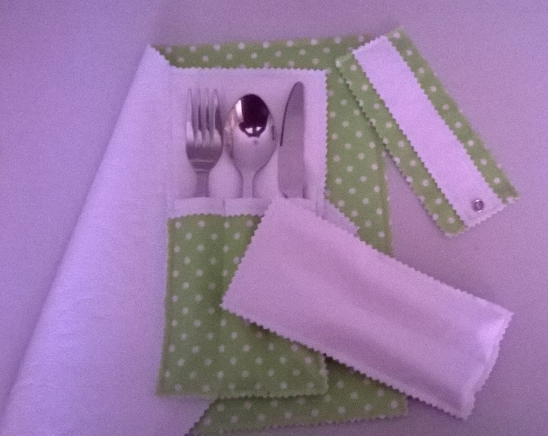 Kleinesbild - 4 Teil-Set: 1 doppelseitig Serviette, 1 klein und 1 groß Bestecktaschen, 1 Serviettenring.