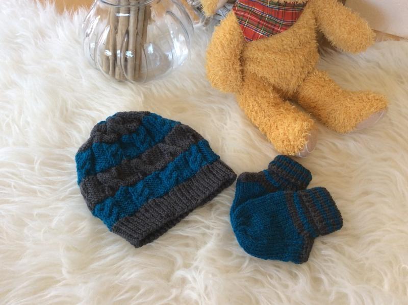 Kleinesbild - Klassischer Jungenpulli mit Mützchen und Socken