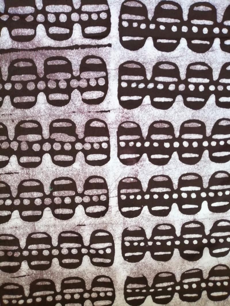 - Afrikanischer Batikstoff aus Ghana in Dunkelbraun und Weiss - Afrikanischer Batikstoff aus Ghana in Dunkelbraun und Weiss
