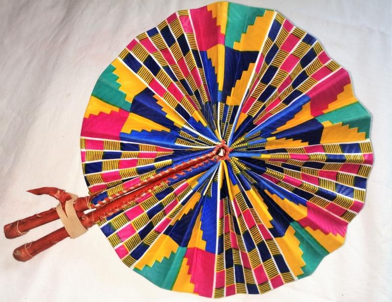 Kleinesbild - Handgefertigter afrikanischer Fächer - in Leder gebunden