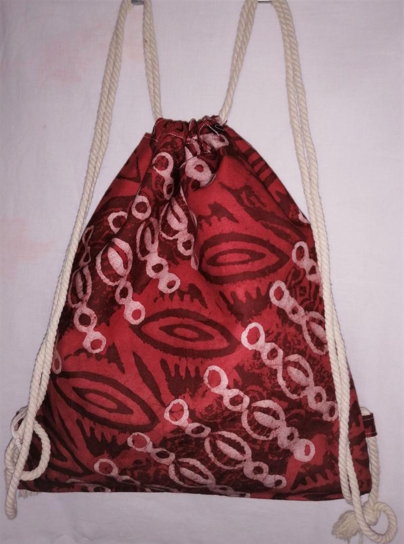 Kleinesbild - Turnbeutel aus handgebatiktem Baumwollstoff in tollen afrikanischen Farben, Rot und Weiss