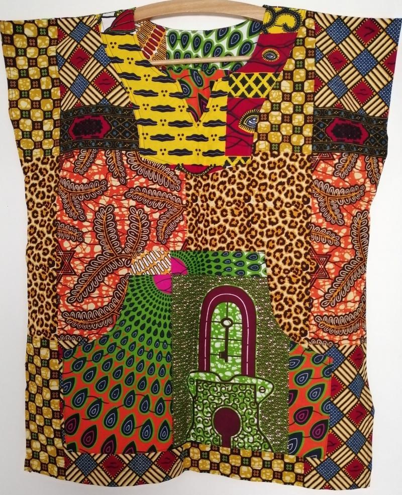 - Farbenfrohes afrikanisches Shirt mit Kängurutasche - Farbenfrohes afrikanisches Shirt mit Kängurutasche