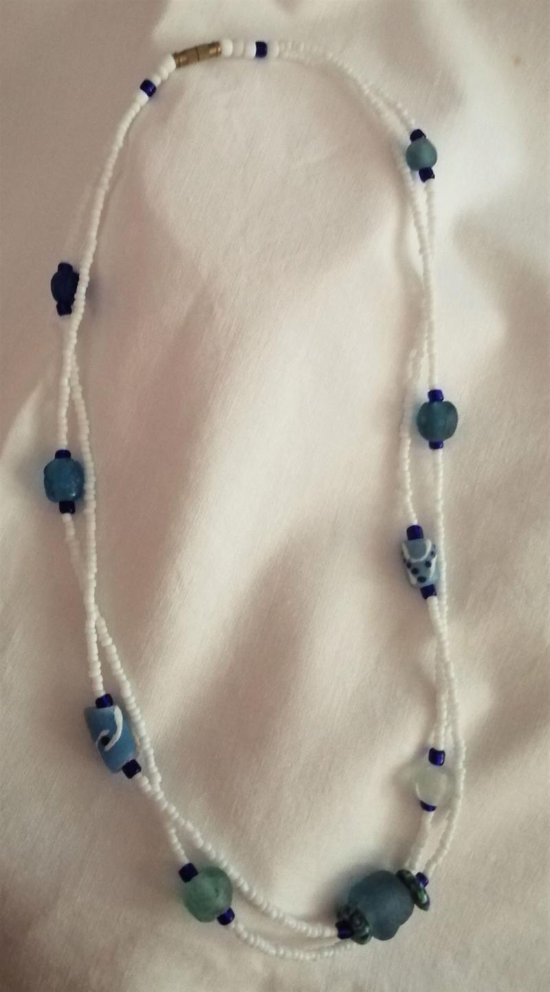 - Tolle Kette- aus handgefertigten afrikanischen Glasperlen in Blautönen, handgefertigt    - Tolle Kette- aus handgefertigten afrikanischen Glasperlen in Blautönen, handgefertigt