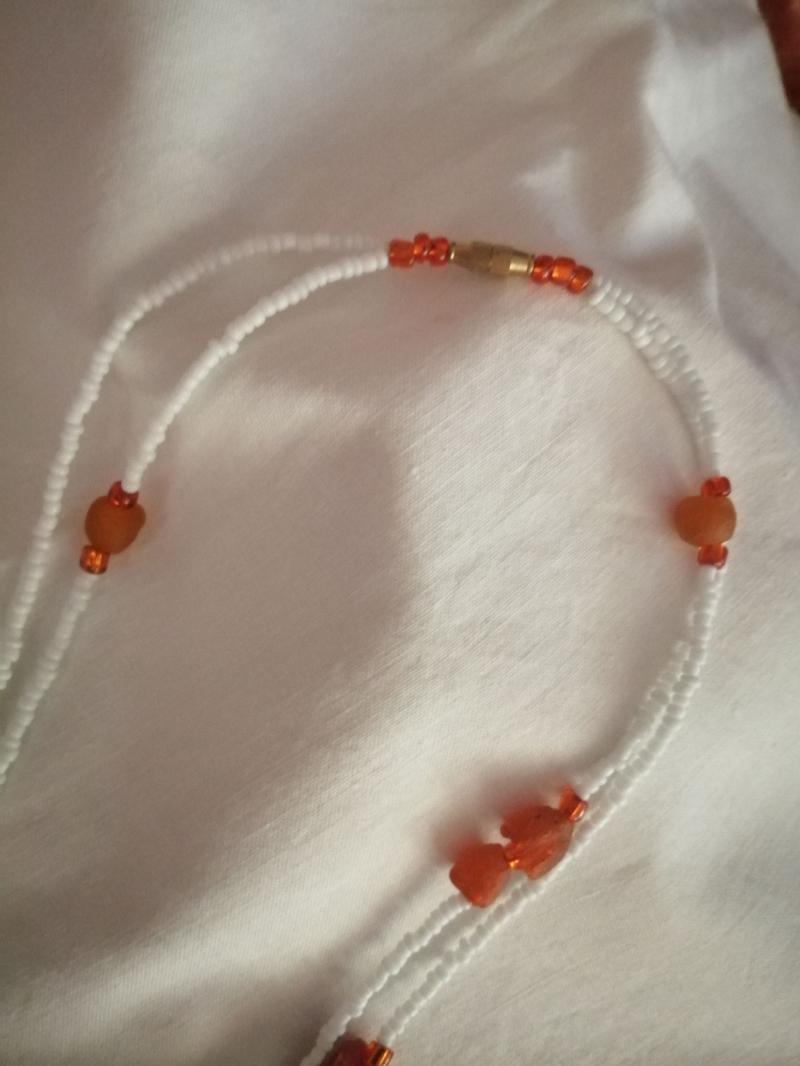 Kleinesbild - Tolle Kette- aus handgefertigten afrikanischen Glasperlen in Orangetönen, handgefertigt