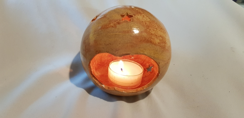 Kleinesbild - handgefertigte Windlicht mit Rehkitz und Sternen aus Keramik/ 9cm / im Shop stöbern