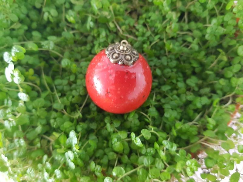 Kleinesbild - handgefertigte kleine Keramikkugel, rot mit Sprenkeln, 3,5 cm groß, innen hohl, zum Aufhängen, Shop von Unikate Keramik by D.W. besuchen
