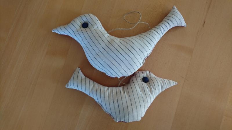 Kleinesbild - Schöne genähte Vögelaufhänger - weinrot, beige und blau - Vogel genäht als Dekoration zum Aufhängen