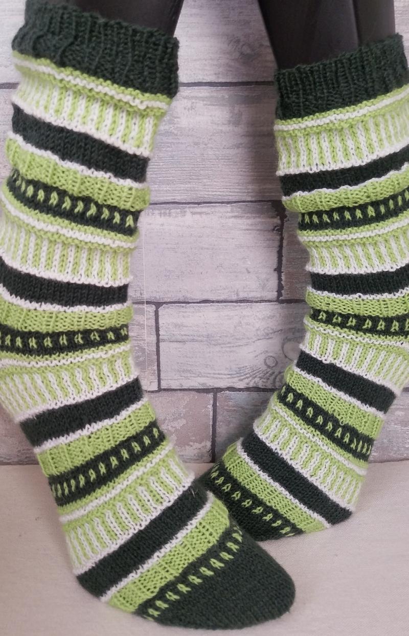 - handgestrickte Socke , Gr.38/39, Farb und Mustermix, Grüntöne - handgestrickte Socke , Gr.38/39, Farb und Mustermix, Grüntöne