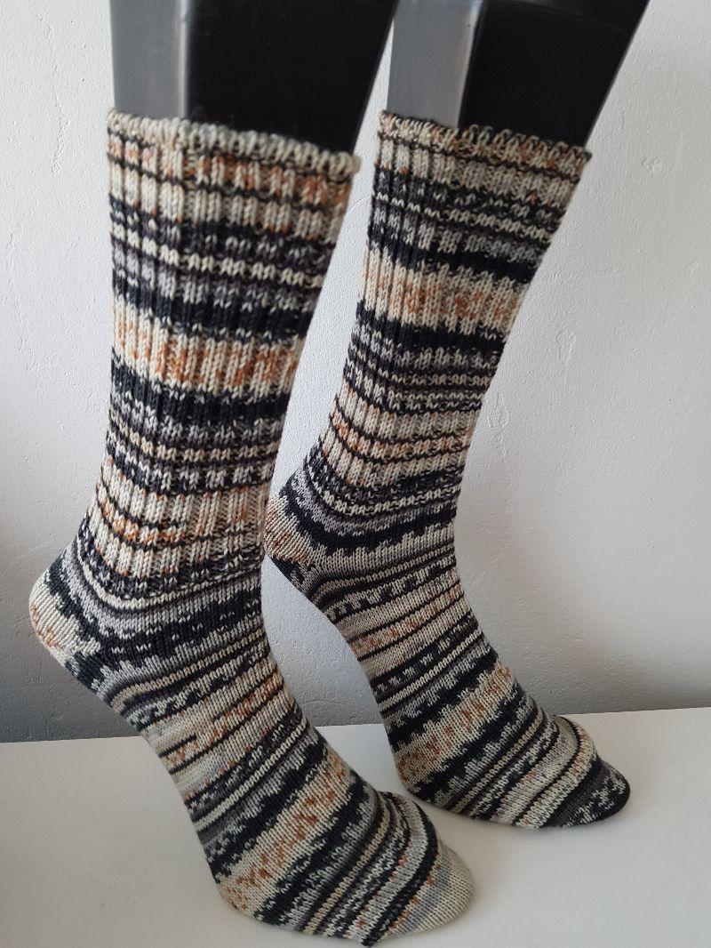 Kleinesbild - gestrickte Socken, Gr.42/43 Schwarz/Beige/ Grau