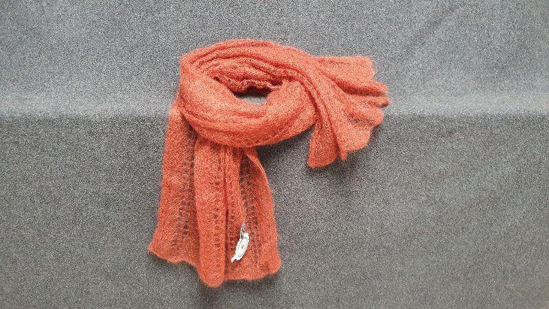 - handgestrickter federleichter Schal in Lace-Technik - aus hochwertiger Wolle- Farbton Lachs - handgestrickter federleichter Schal in Lace-Technik - aus hochwertiger Wolle- Farbton Lachs