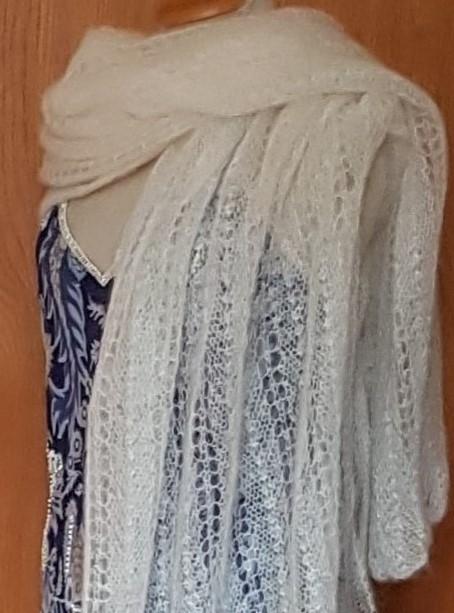 - handgestrickte hauchzarte Stola für die Braut in weiß - Unikat - handgestrickte hauchzarte Stola für die Braut in weiß - Unikat