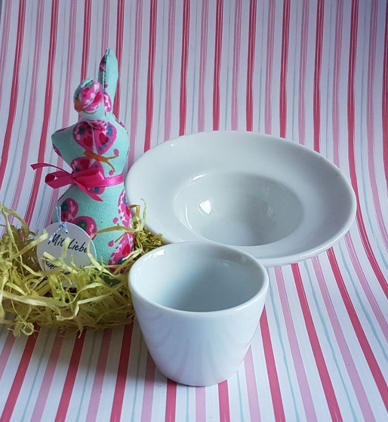 Kleinesbild - genähtes Häschen im Eierbecher - schöne Tischdekoration mit türkis und pink in edlem Weiß