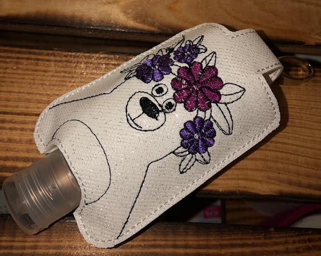 - Taschenbaumler/ Schlüsselanhänger, Anhänger für Desinfektionsmittel Bär - Taschenbaumler/ Schlüsselanhänger, Anhänger für Desinfektionsmittel Bär
