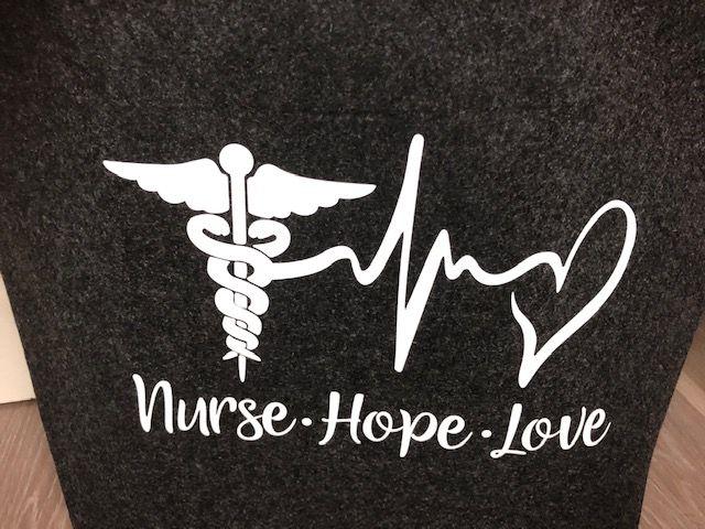Kleinesbild - Sehr schöne bestickte Filztasche/ Tragetasche/ Shopper Nurse, Hope, Love, Krankenschwester,
