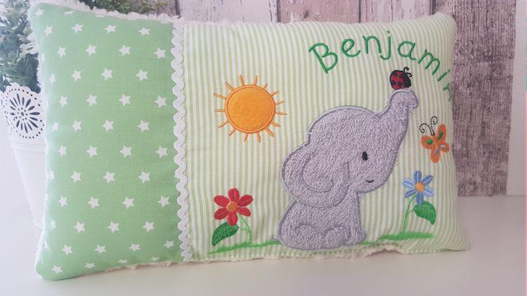 Kleinesbild - Kuschelkissen, Schmusekissn Namenskissen mit Elefantenmotiv in grün, Elefantenliebe