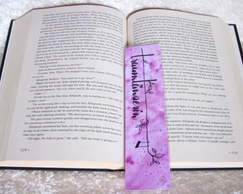 Kleinesbild - Lesezeichen, handgemalt, laminiert ☀ Traumtänzerin 05 ☀ FarbXplosion - Aquarell - Malerei - Pastell - Träume - Traum - Lesen - Buch - Bücher -  Einzelstück Design Out Of Norm