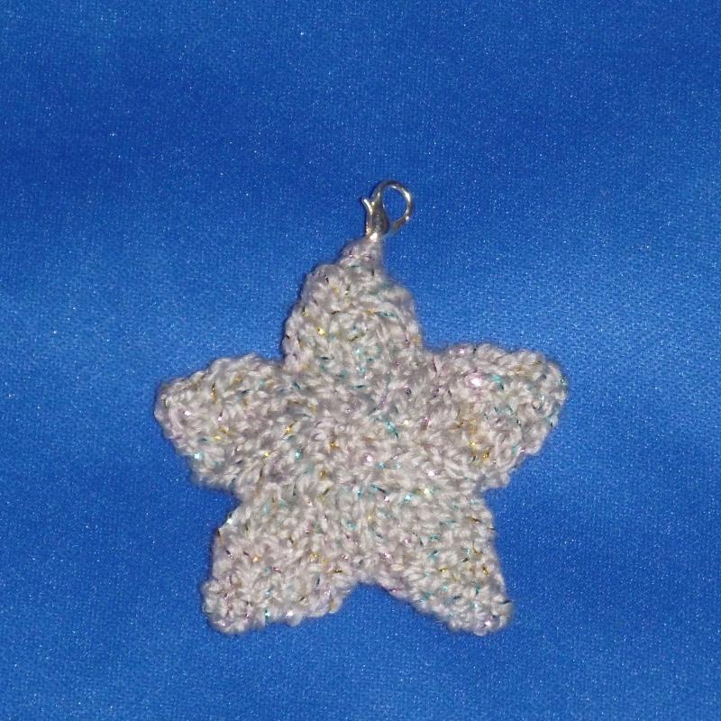 - gestrickter Schlüsselanhänger Stern mit Glitzer - gestrickter Schlüsselanhänger Stern mit Glitzer