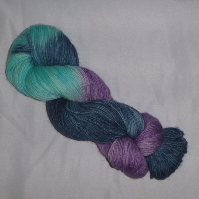 Kleinesbild - Handgefärbte Sockenwolle (4-fädig) blaues Einhorn