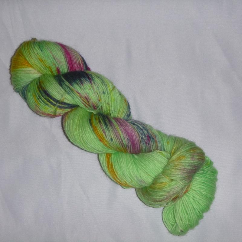 - Handgefärbte Sockenwolle (4-fädig) bunte Blumenwiese - Handgefärbte Sockenwolle (4-fädig) bunte Blumenwiese