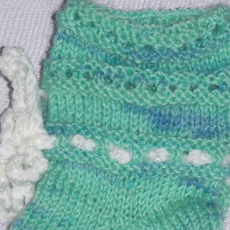 Kleinesbild - handgestrickte Baby-Socken mit Binde-Band in hell blau 16/17