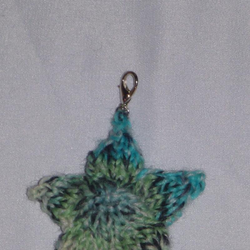 Kleinesbild - Handgestrickter Schlüsselanhänger in Sternenform türkis