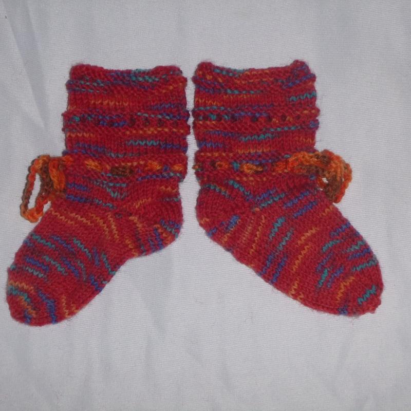 Kleinesbild - handgestrickte Baby-Socken mit Binde-Band in  rot 14/15