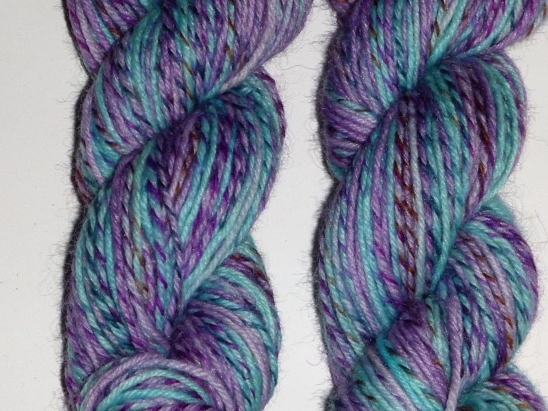 Kleinesbild - Handgefärbte Sockenwolle im Ministrang (4-fädig) blau-flieder pastell