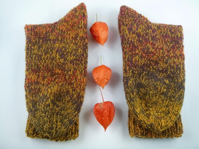 Kleinesbild - Handgestrickte extra dicke Socken in senfgelb/ braun Größe 42/43