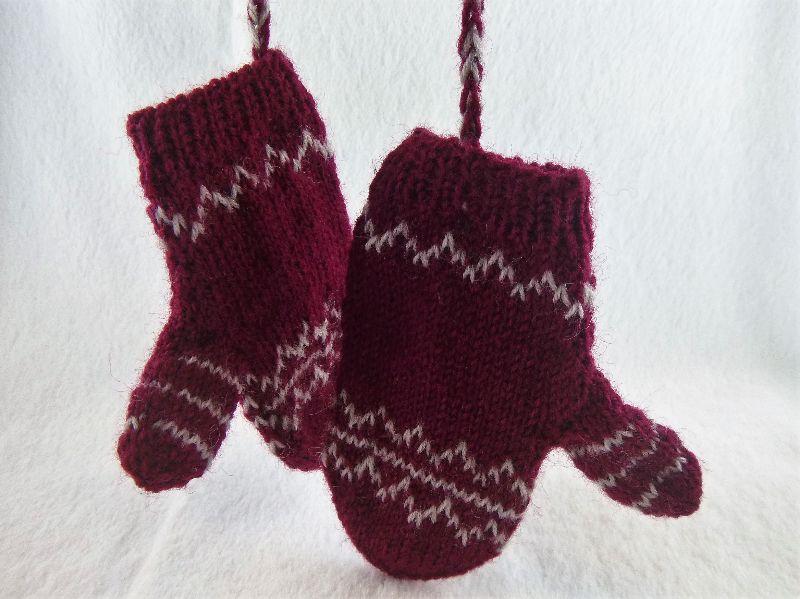 - Handgestrickte Baby Handschuhe mit dezentem Muster in weinrot/ beige - Handgestrickte Baby Handschuhe mit dezentem Muster in weinrot/ beige