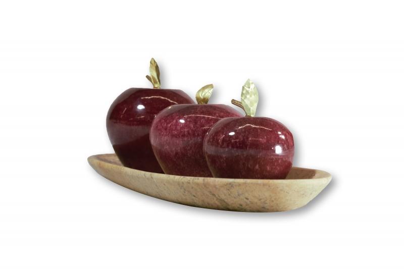 Kleinesbild - Set Präsentierteller und drei rote Äpfel aus Onyx Marmor (Naturstein). Deko Accessoire ist ein handgemachtes Unikat von Künstlern aus der OnyxArt Manufaktur in Mexiko