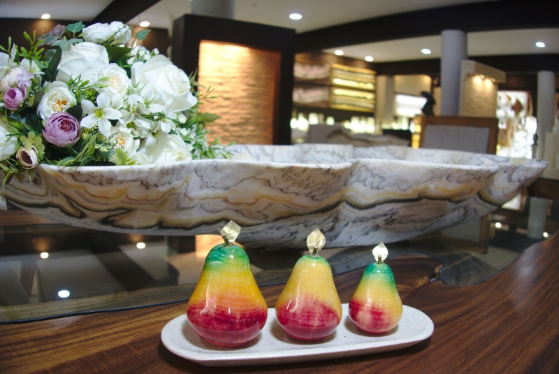Kleinesbild - Set Präsentierteller und farbige Birnen aus mexikanischem Onyx Marmor