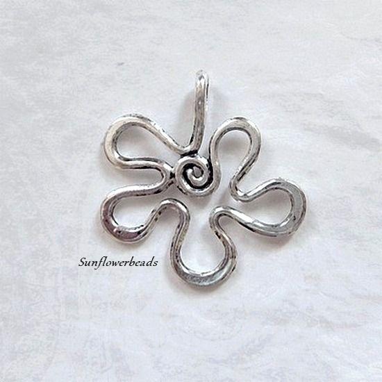 - Große Metallblüte, Metallanhänger altsilber, Blütenanhänger - Große Metallblüte, Metallanhänger altsilber, Blütenanhänger