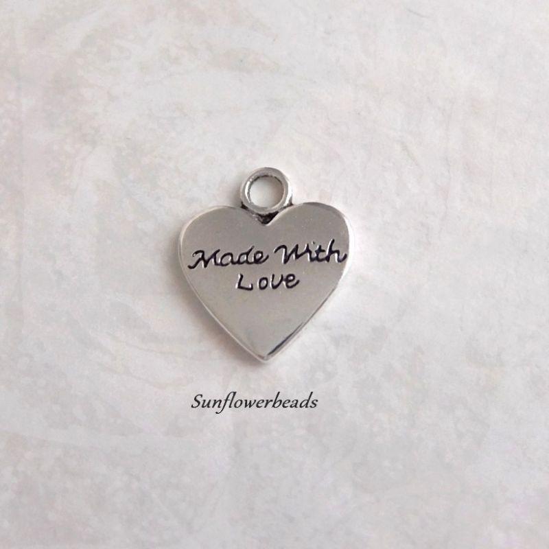 - 10 Metallanhänger Herz silber, mit Aufschrift made with love - 10 Metallanhänger Herz silber, mit Aufschrift made with love