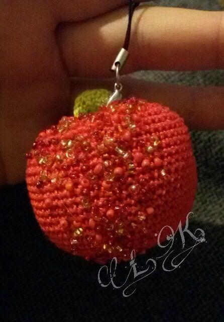 Kleinesbild - Apfel Anhänger gehäkelt