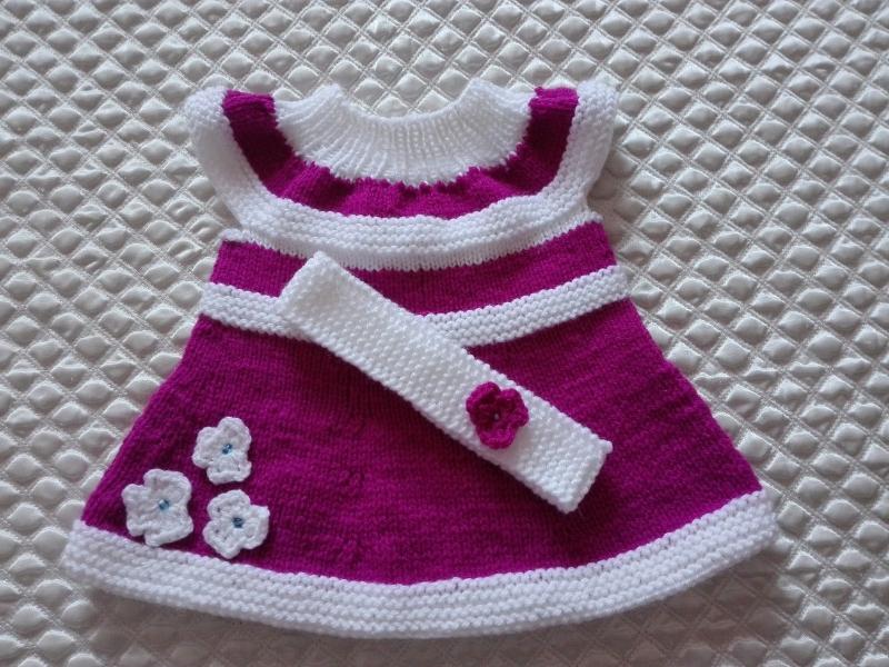 - Schönes gestricktes Babykleid-Tunika - Schönes gestricktes Babykleid-Tunika