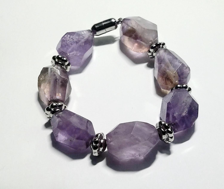 Kleinesbild - Armband aus Amethyststeinen