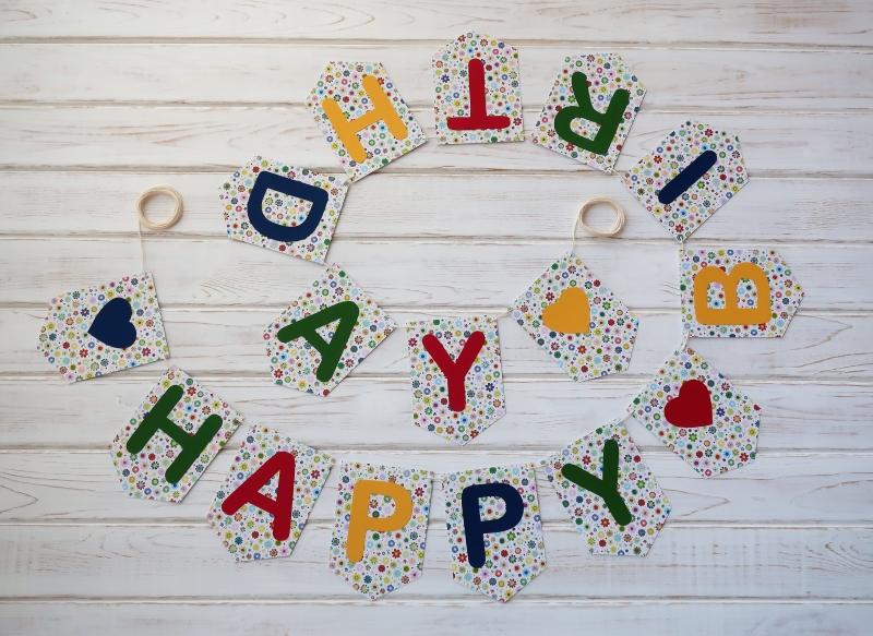- Tolles Geburtstagsgeschenk Girlande mit Happy Birthday für Frauen und Männer Wimpelkette - Tolles Geburtstagsgeschenk Girlande mit Happy Birthday für Frauen und Männer Wimpelkette