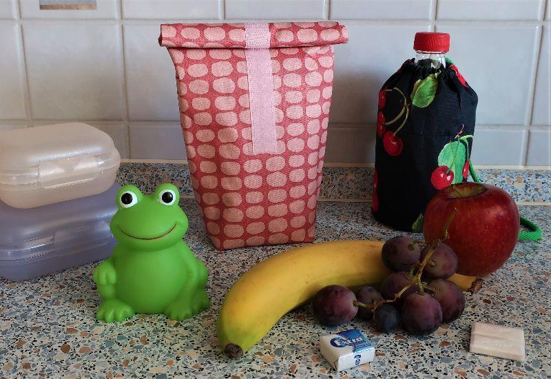 - Lunchbag aus beschichteter Baumwolle Wachstuch nordisch Brotzeittasche Frühstücksbeutel in rot - rosa - Lunchbag aus beschichteter Baumwolle Wachstuch nordisch Brotzeittasche Frühstücksbeutel in rot - rosa