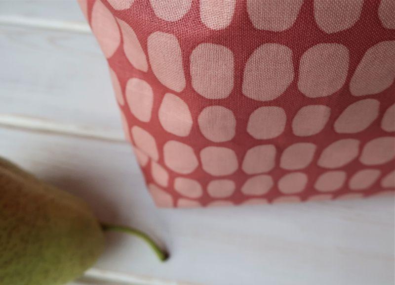 Kleinesbild - Lunchbag aus beschichteter Baumwolle Wachstuch nordisch Brotzeittasche Frühstücksbeutel in rot - rosa