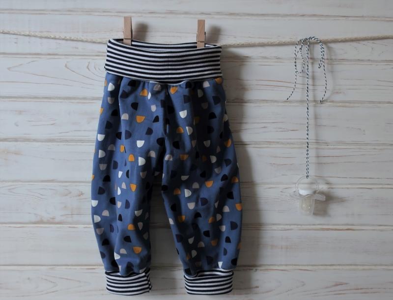 Kleinesbild - Babyhose Pumphose mit Halstuch und Knotenmütze - Babygeschenk Gr. 62 / 68 - Geschenkset für Neugeborenes