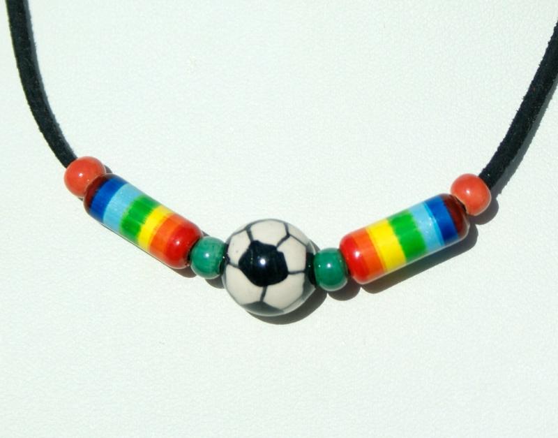 - Halskette bunte Fußball-Welt Keramik Velourleder Geschenk - Halskette bunte Fußball-Welt Keramik Velourleder Geschenk