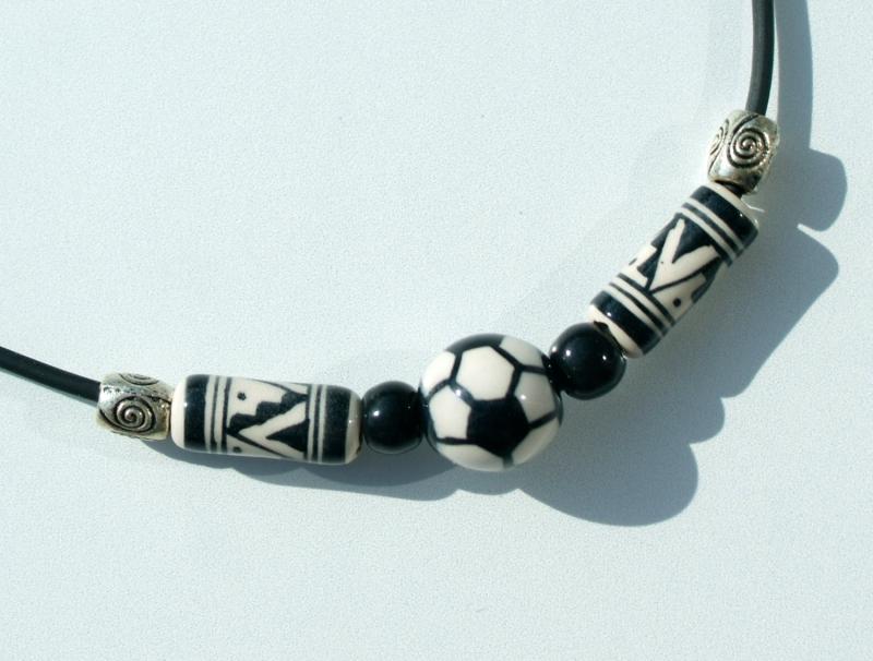 - Halskette für Fußball-Fans schwarz--weiß Kind Junge Keramik - Halskette für Fußball-Fans schwarz--weiß Kind Junge Keramik