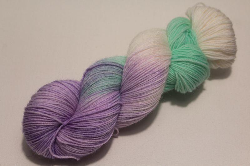 - Handgefärbte klassische Sockenwolle 4-fädig Nr. 21/12 von Farbenspielerei  - Handgefärbte klassische Sockenwolle 4-fädig Nr. 21/12 von Farbenspielerei